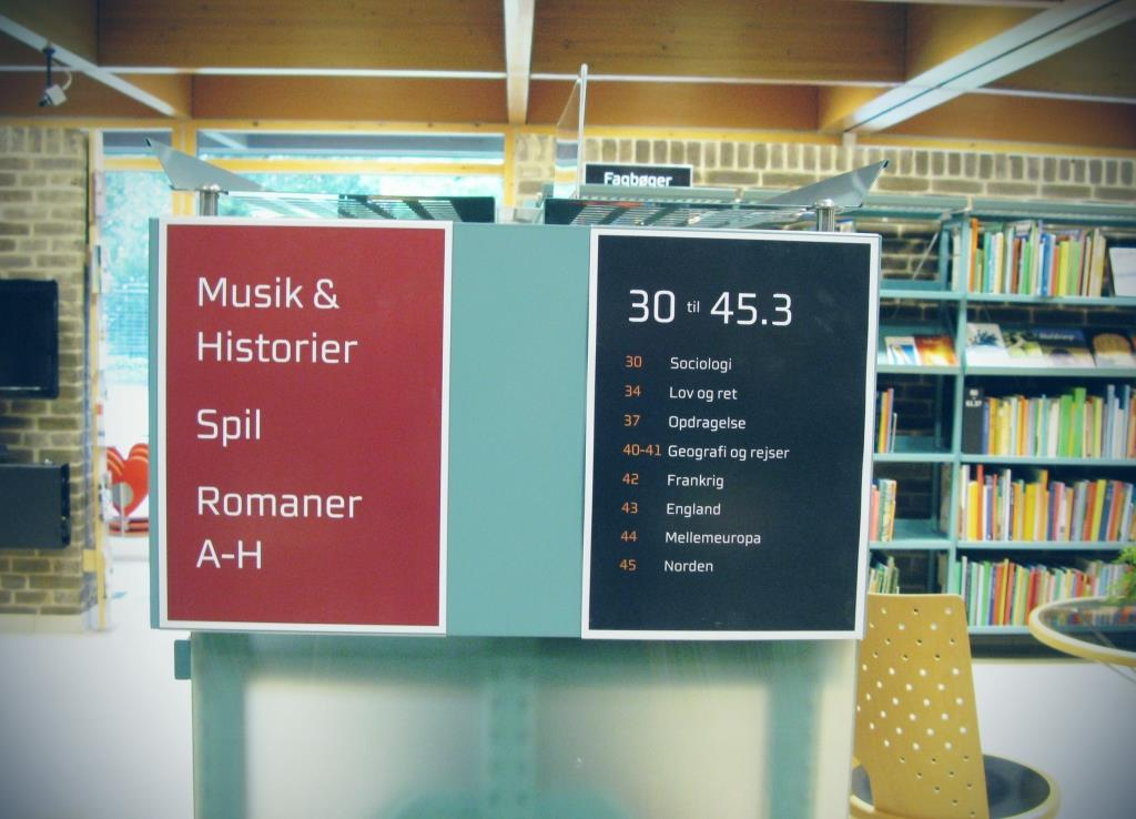 open library - use of signs to facilitate the users' flow
